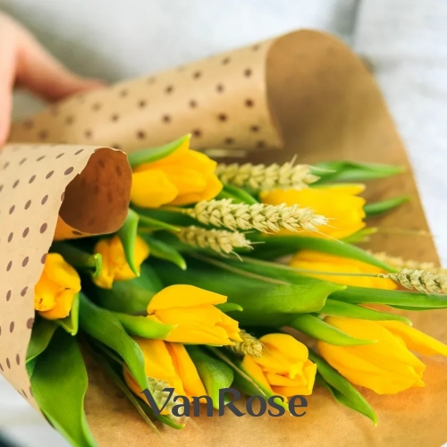 Букет из желтых тюльпанов с колосками