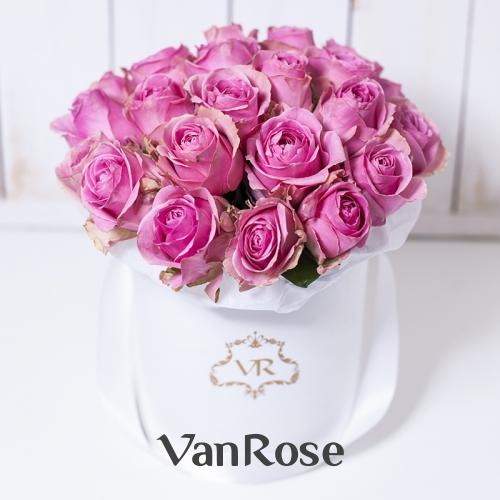 29 розовых роз в шляпной коробке