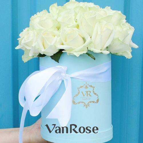 29 роз Аваланш в шляпной коробке