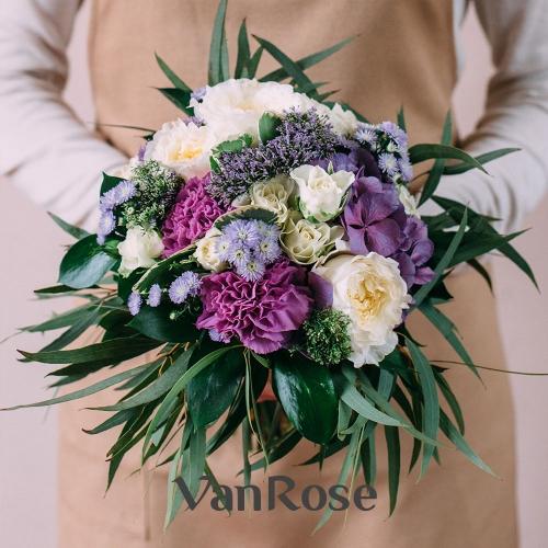 Букет из розы микс, гортензии, гвоздики, хризантемы и эвкалипта
